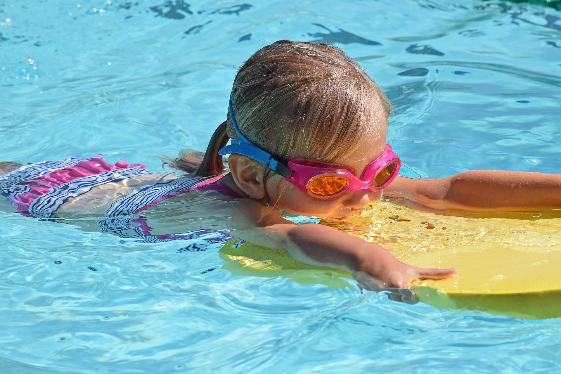 young-swimmer-2494906_1920